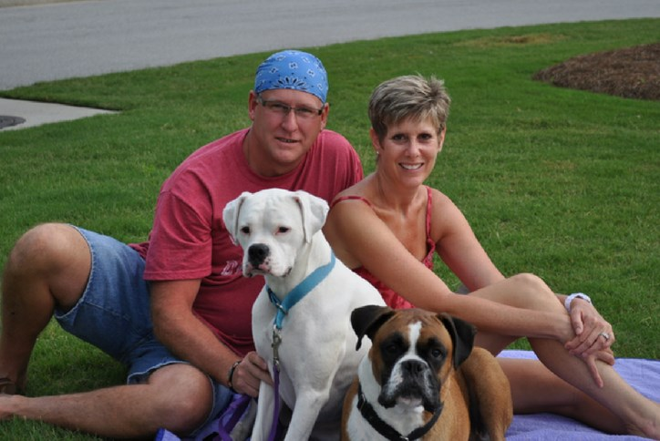 Residents with dog at Sterling on the Lake Concert Series
