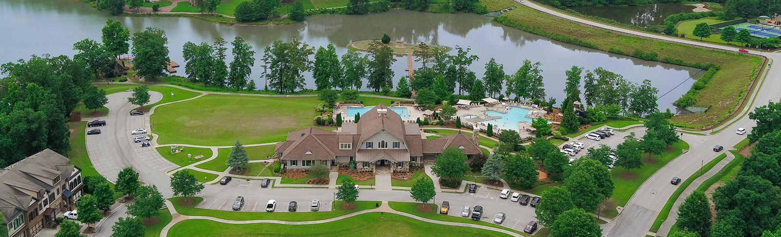 Aerial view of Sterling on the Lake Clubhouse