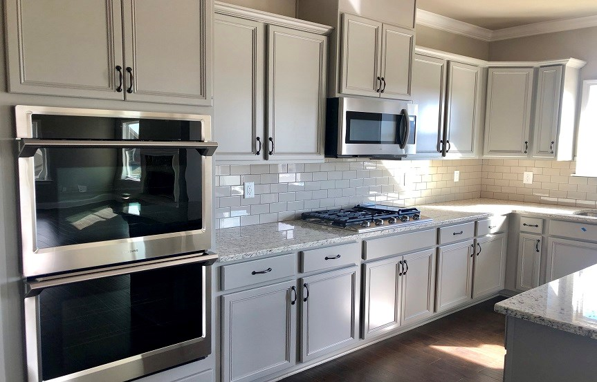 92W - Blackshear -  Kitchen appliances and cabinets.